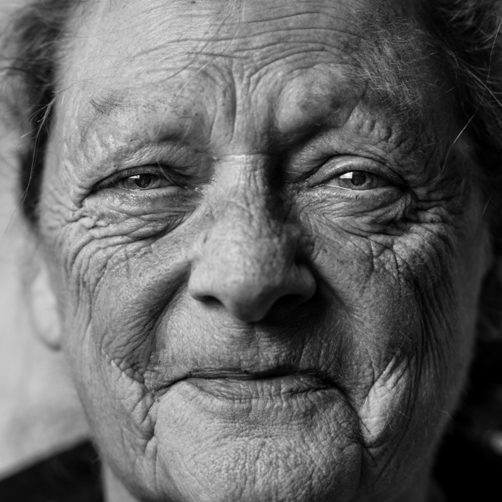 ältere Patientin mit Sprechstörung nach Schlaganfall