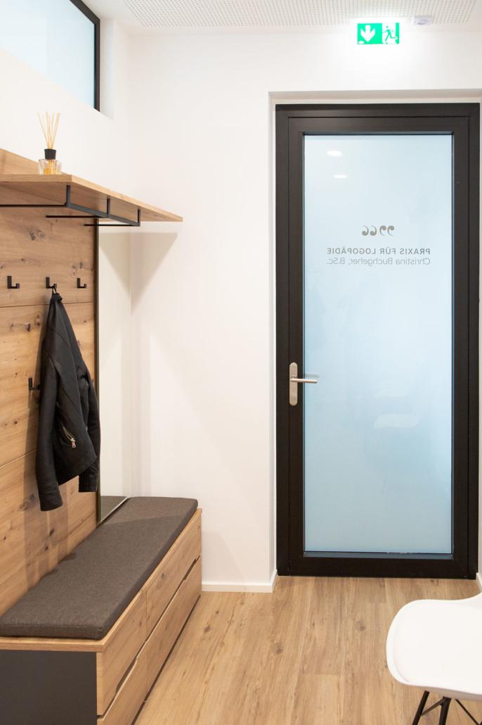 Garderobe und Eingang zur Praxis für Logopädie